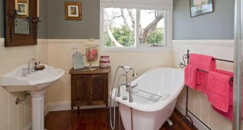 Bathroom Design Claw Foot Bath Using Wood Panelling