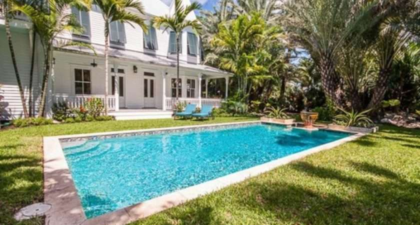 Beautiful Floridian House Tour Its Overflowing