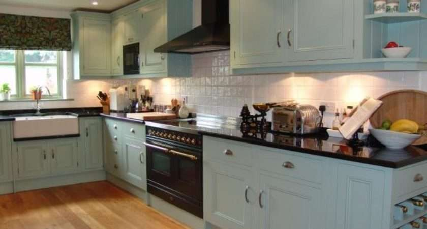 Beige Kitchen Belfast Sink Hardwood Floor Range Cooker Diner