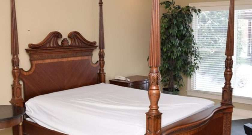 Carved Mahogany Four Poster Queen Sized Bed Ebth