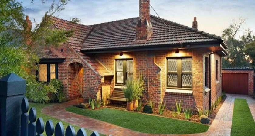Clive Hawthorn East Exposed Brick House