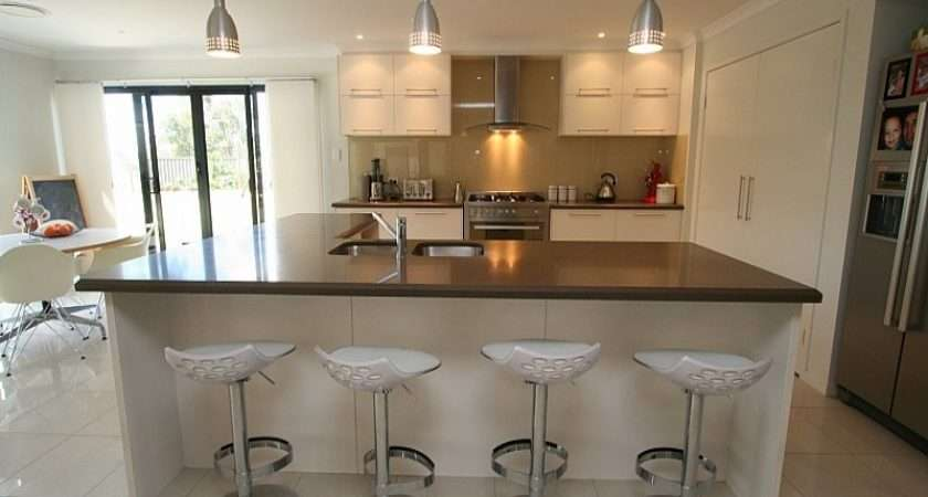 Country Shaped Kitchen Design Using Granite