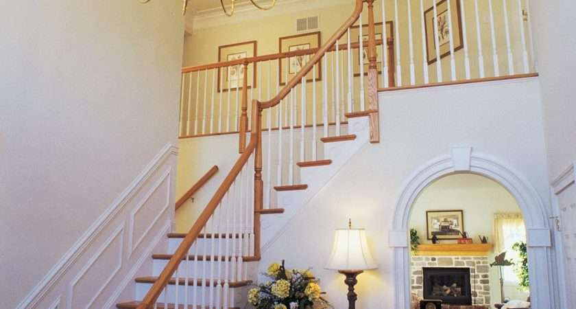 Decorate Large Staircase Wall Ehow