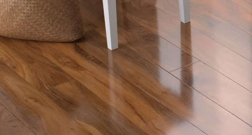 Dolce Walnut Effect Laminate Flooring Pack