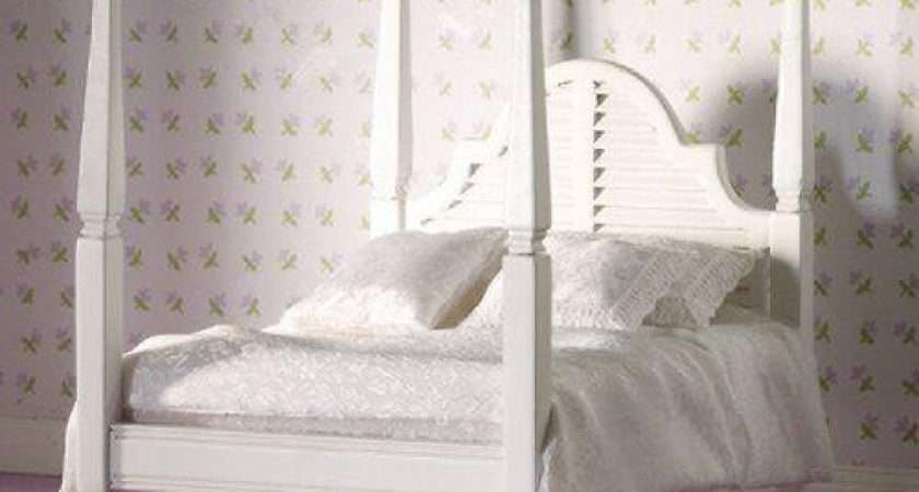 Dolls House Emporium White Four Poster Double Bed