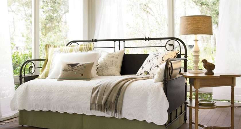 Dreamy Daybeds Adore Bedrooms Bedroom Decorating Ideas Hgtv