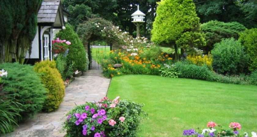 Embellishing Your House Small Cottage Garden Ideas