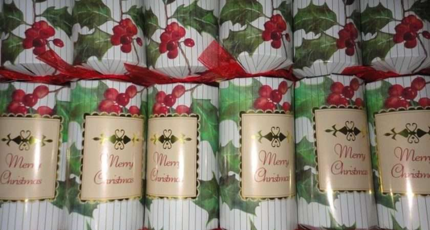 English Christmas Party Crackers Foil Poppers Holly