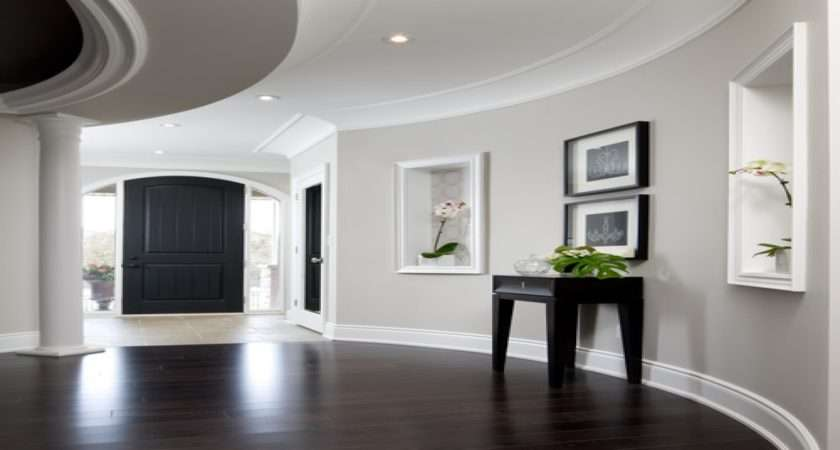 Entryway Accent Furniture Light Gray Walls Bedroom
