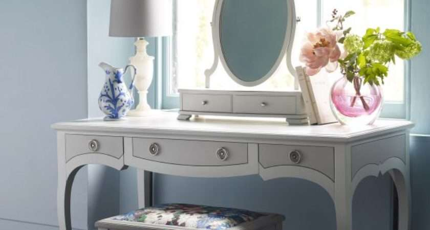 Etien Dressing Table