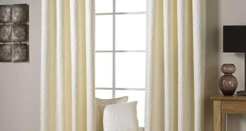 Everyone Should Learn Hang Curtains Right