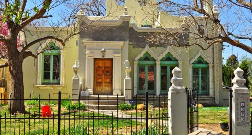 Home Also Has Elaborate Door Surround Pilasters South Park