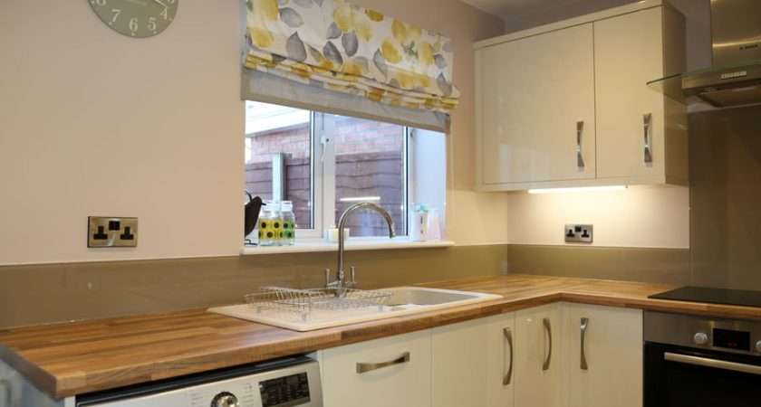 Kitchen Glass Splashback Finished Cappuccino Pro