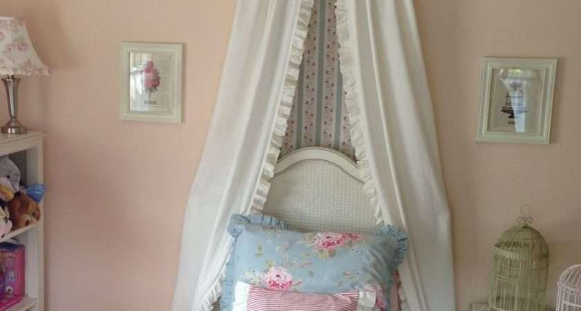 Little Girl Shabby Chic Style Bedroom Design