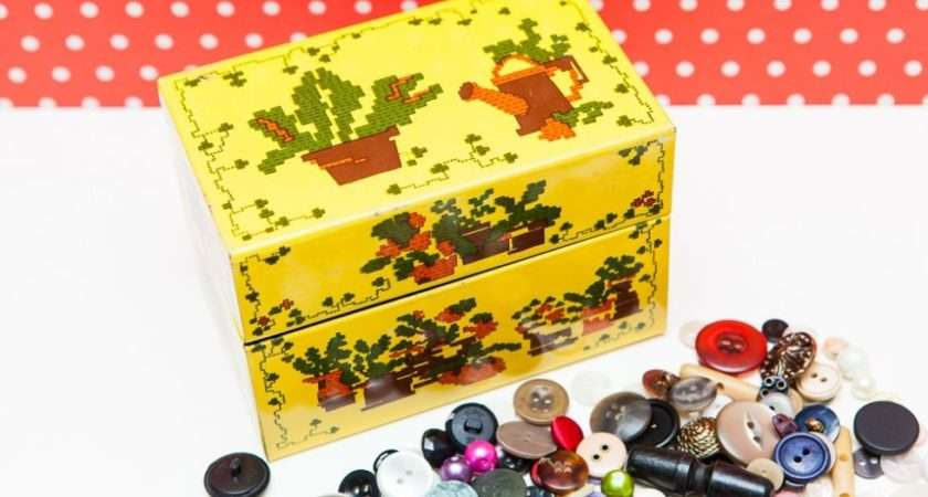 Lots Vintage Buttons Funky Tin Retro China
