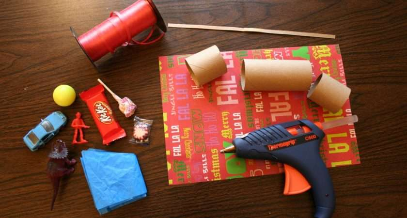Make Your Own Traditional English Christmas Crackers Chica