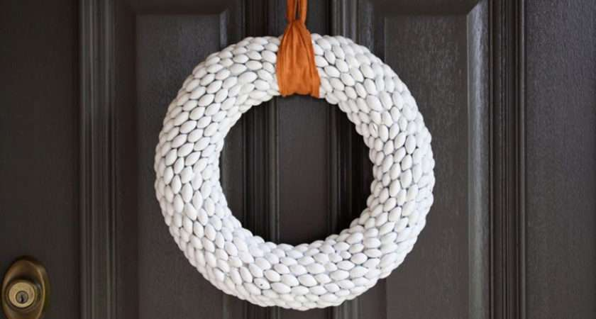 Modern Wreaths Make Christmas Contemporist