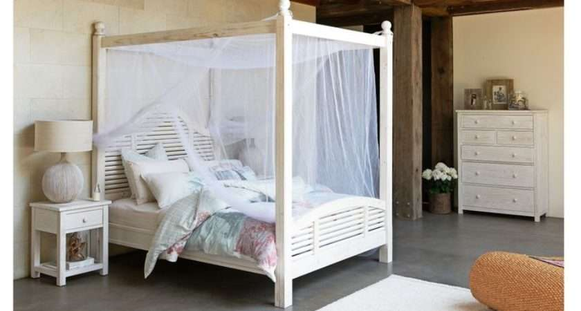Poster Bed Boasts Dramatic Air Sure Complement Any Bedroom