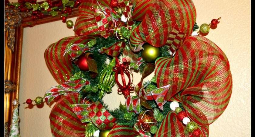 Read Holiday Wreaths Decorating Windows Old Buildings