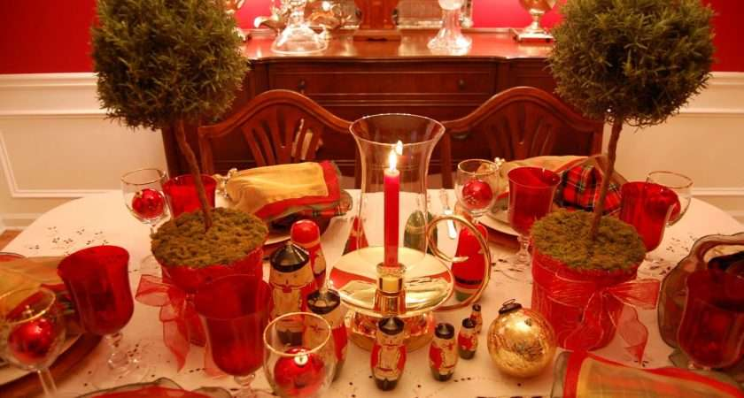 Red Gold Christmas Table Decorations Setting