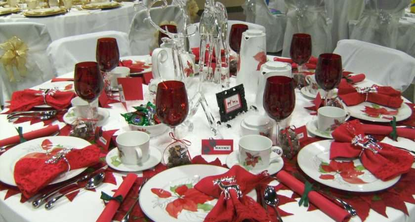 Relevant Tea Leaf Christmas Tablescapes