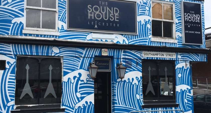 Soundhouse Makes Top Statement Walls Cool