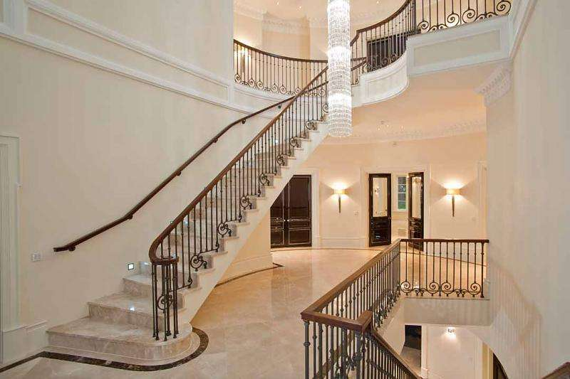Staircase Traditional Stairporn Luxury Hallway Stairs Formal Banister