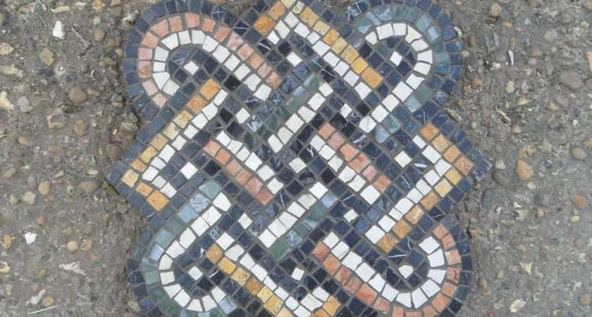Students Mosaic Day Course Looks Complex