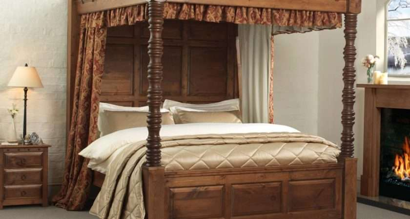 Traditional Four Poster Bed Balmoral