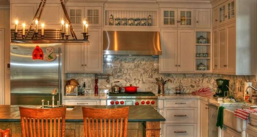 White English Country Kitchen Traditional