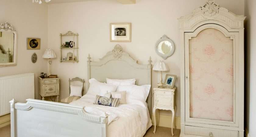 Your Vintage Room Ideas Adding Some Colored Item Details